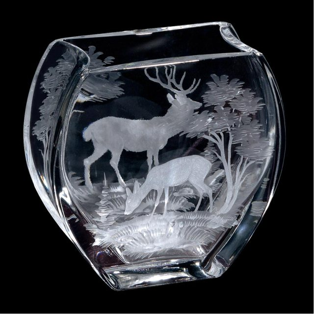 queen lace stag vase
